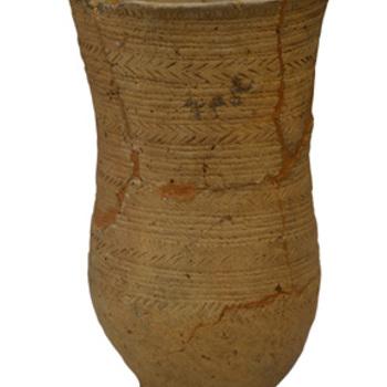 standvoetbeker van aardewerk, ca. 2.200 v. Chr.