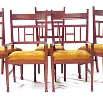 vijf eetkamerstoelen
