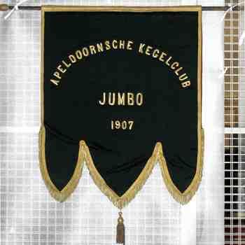 vaandel Apeldoornse kegelclub Jumbo 1907