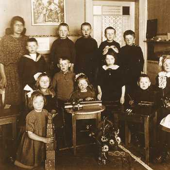 Een klas van de Montessorischool te Eerbeek.