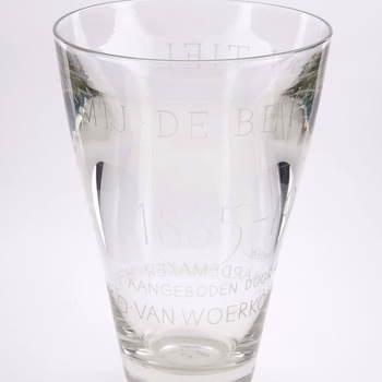Vaas van dik glas met inscriptie: Koninklijke Mij. De Betuwe N.V. 1885-1960, 1960,  werktitel