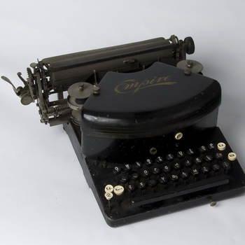 Schrijfmachine van zwart metaal, vervaardigd in Canada, 1907-1908