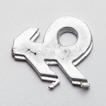 Speld van metaal, logo van de Nederlandse Bond van Plattelandsvrouwen