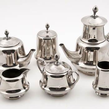 Koffie- en theeservies van verchroomd metaal, vervaardigd door Koninklijke Metaalwarenfabriek Daalderop te Tiel, 1925-1935