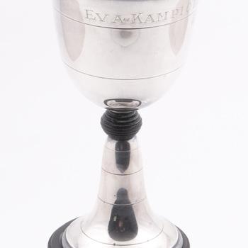 Wedstrijdbeker van zilver met houten voet, E.V.A. kampioenschap van de kegelclub 1949