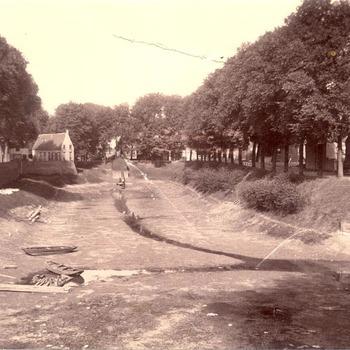 De Oude Haven te Tiel bij zeer lage waterstand in 1906
