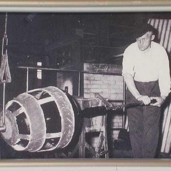 Glasblazer Leendert Mak sr. te Tiel, werkzaam geweest bij Verdugt bv te Tiel, ca. 1965