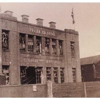 De beschadigde jamfabriek De Betuwe te Tiel, 1945