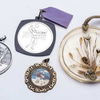 """Medailles van  handbal/volleybalvereniging """"De Batauwe"""" te Tiel,  1980-1990"""