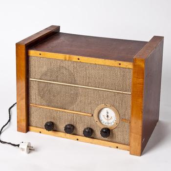 Radio van hout en linnen