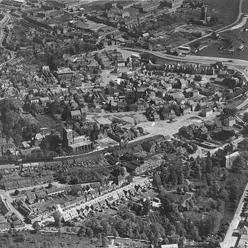 Luchtfoto van Tiel, 1952