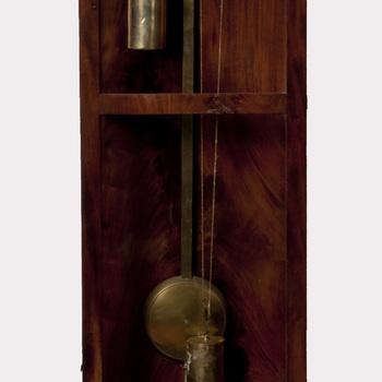 Klok, staand uurwerk, in eikenhouten kast, gefineerd met mahonie, vervaardigd door C. van Spanje te Tiel, 1830