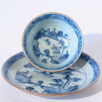 Kom en schotel van Chinees porselein, periode Qianlong, 1736-1795,  werktitel