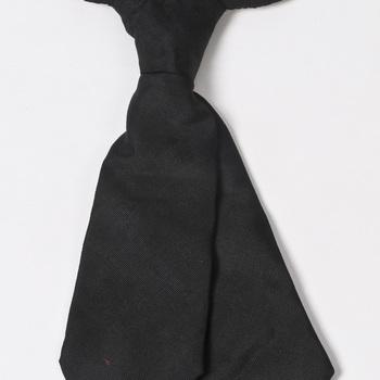 Stropdas van zwarte zijde, gedragen door Gert-Jan Peters uit Kerk-Avezaath bij zijn voordrachten in Betuws dialect, 1900-1950,  werktitel