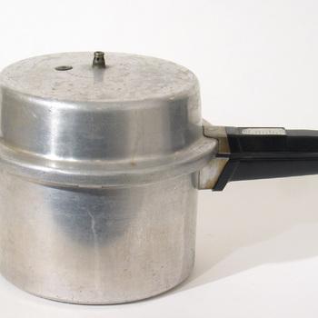 kookpan; snelkookpan met pressure cooker opschrift,  werktitel