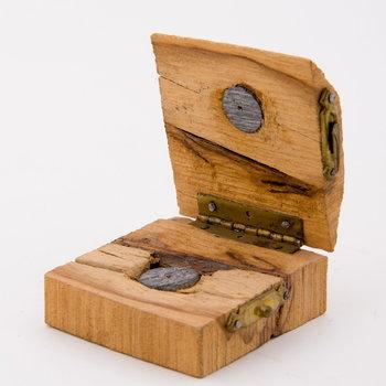 Kogel van ijzer, doormidden gezaagd, in houten etui,  werktitel