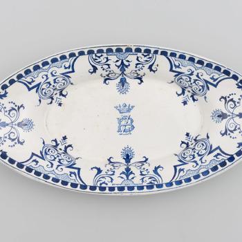 Ovale schaal met blauwe decoratie en het monogram BZ