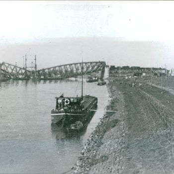 Vernielde brug over de IJssel.  WOII.  WP16.,