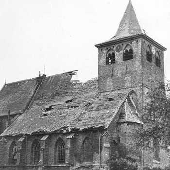 Ned. Herv. Kerk.  Dorpstraat.  WOII,