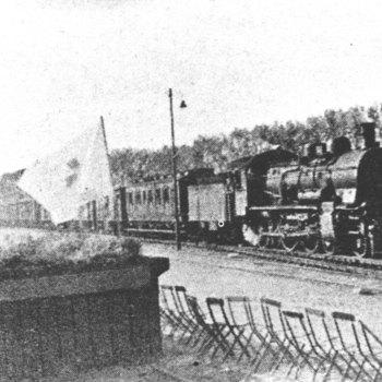 Aankomst van de trein met nederlandse krijgsgevangenen in Westervoort.  WOII,wo