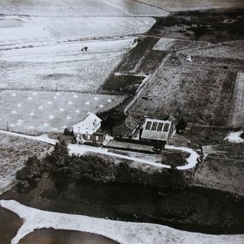 De Pley aan Westervoortse kant, steenfabriek Ariëns.  WOII.