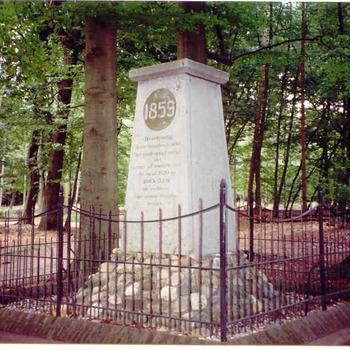 Hoekelum - monument in het parkl