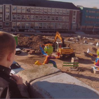 Ede, inrichten van het plein bij Gemeentehuis