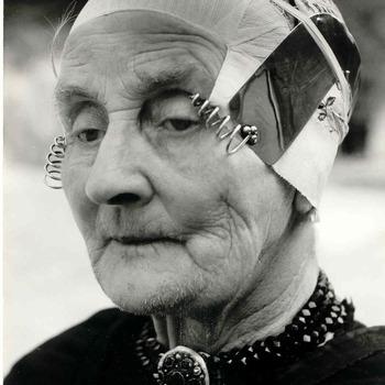 Boerenvrouw in oude dracht