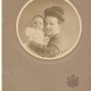 Koningin Wilhelmina met Prinses Juliana.
