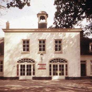 Koetshuis bij kasteel Hoekelum