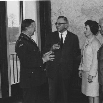 Generaal Hackett en mevrouw Loek Caspers