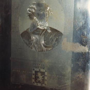 """Plaat """"Hendrik van den Bergh"""" in metaal"""