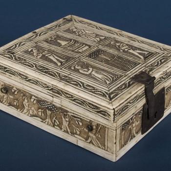 """Kist """"Minnekistje of schaakkoffertje"""" uit hout en ivoor, 2e helft 15e eeuw"""
