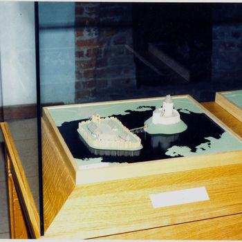 """Maquette """"Zes maquettes Huis Bergh door de eeuwen heen"""" ontworpen door Willems in 1990"""