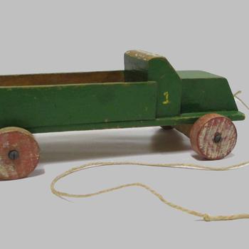 Vrachtwagen van hout, speelgoed uit 1935