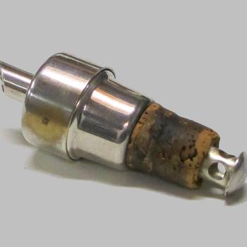 Schenkkurk van verzilverd messing uit omstreeks 1948 gemaakt door de Duitse metaalwaren fabriek WMF.