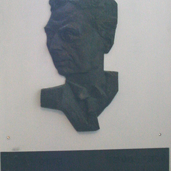 Reliëf van brons voorstellende dokter Jan Honig (1872-1968) circa 1960