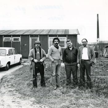 Zwart-wit foto van de steenfabriek de Kijfwaard in Pannerden op 18 maart 1980.