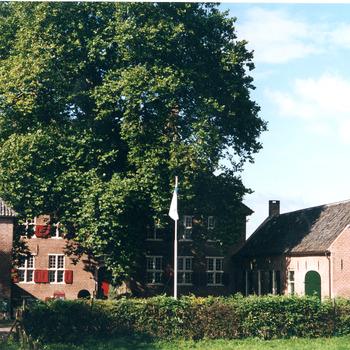 Kleurenfoto van Huis Aerdt te Herwen door Ab Hendriks september 2002