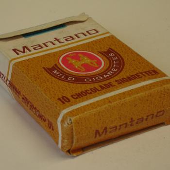 Pakje van karton voor chocolade sigaretten van het merk Mantano door Hema ca. 1960-2000