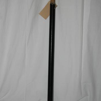 Bovenste deel van 2 delige korte en wat langere vaandelstok van hout behorende bij het vaandel van de R.K. Muziekvereniging St. Joseph, Didam.