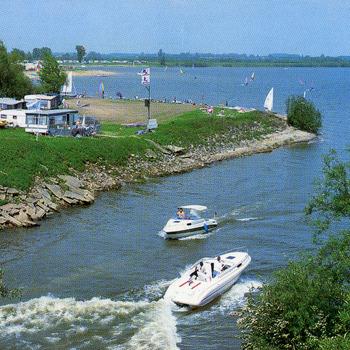 Kleurenfoto van het recreatiegebied De Bijland in Tolkamer door Van Leers 1994