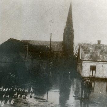 Zwart-wit foto van de overstroming in Herwen en Aerdt 1926