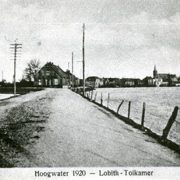 Zwart-wit foto van hoogwater in Lobith in 1920