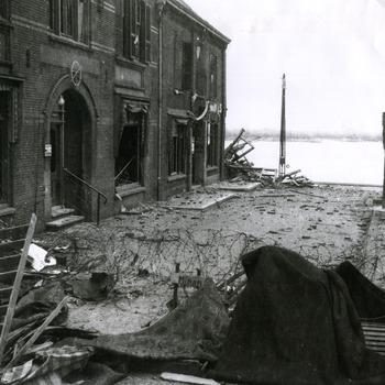 Zwart-wit foto van Tolkamer na de evacuatie in 1945