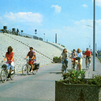 Kleurenfoto van de Europakade in Tolkamer door Van Leers 1985