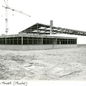 Zwart-wit foto van de nieuwbouw van de firma HULO in Pannerden