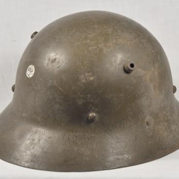 Helm van metaal Japans kleur groen uit de Tweede Wereldoorlog