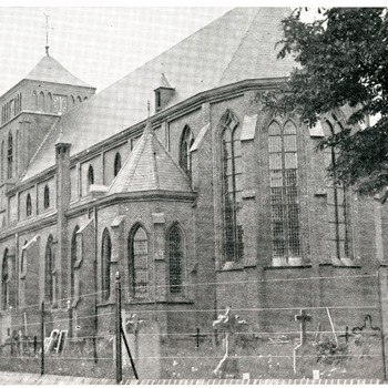 Zwart-wit foto van de Martinuskerk aan de Kerkstraat 2 in Pannerden
