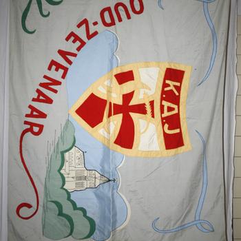 Vaandel van textiel van de Katholieke Arbeiders Jeugd Oud-Zevenaar circa 1955